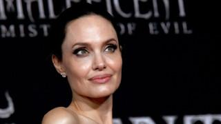 Анджелина Джоли: Смъртта на майка ми ме промени толкова много