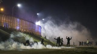 В Кале се стигна до сблъсъци между мигранти и полицията