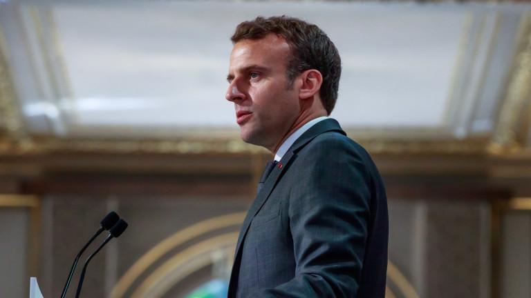 Френският президент Еманюел Макрон настоява за среща с военния командир