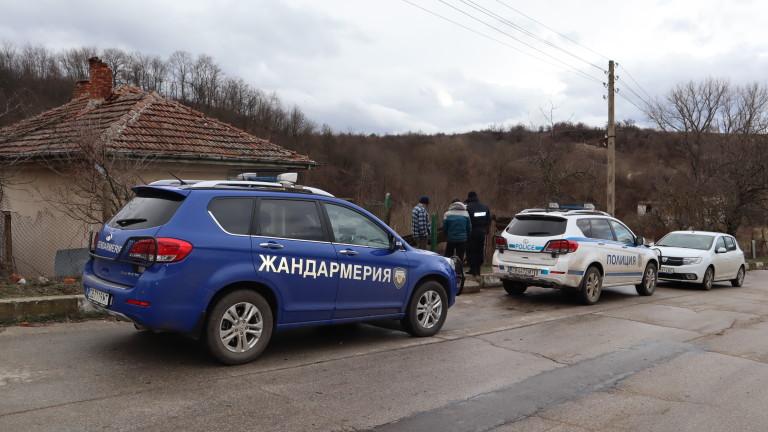 Засиленото полицейско присъствие остава в село Брестовица