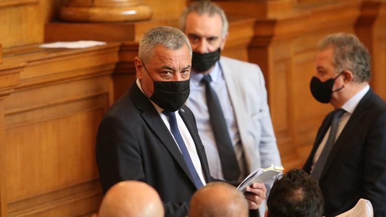 Парламентът отхвърли идеите на Валери Симеонов за хазарта