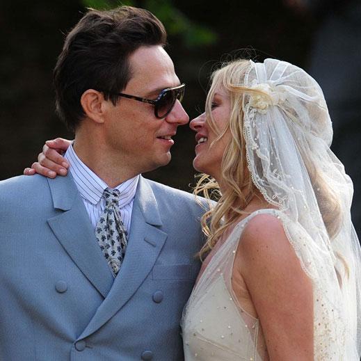 Кейт Мос затвори достъпа до две села, за да се омъжи