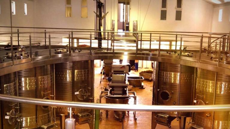 Три от фабриките за производство и бутилиране на спиртни напитки