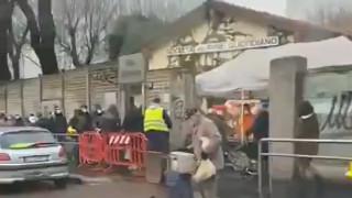 Стотици чакат ежедневно за храна в Милано