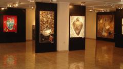 Голи тела, абстракции и натюрморти от Димитър Хинков