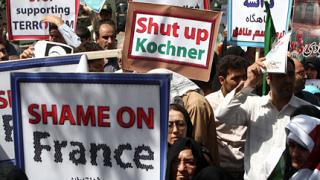 Смърт на Франция, скандираха в Техеран