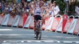 """Синдромът """"Пулев"""" набира популярност: Репортерка целуна колоездач за... 110-ото му място"""