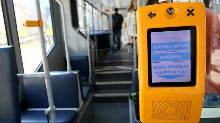 Дезинфекцират градския транспорт в София