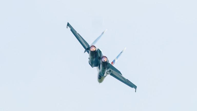 Русия вдигна изтребители заради бомбардировачи на САЩ над Черно и Балтийско море