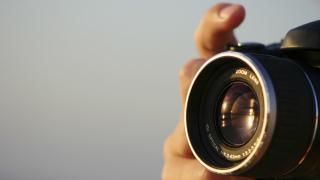 Агресивен фотограф преследва жени в София