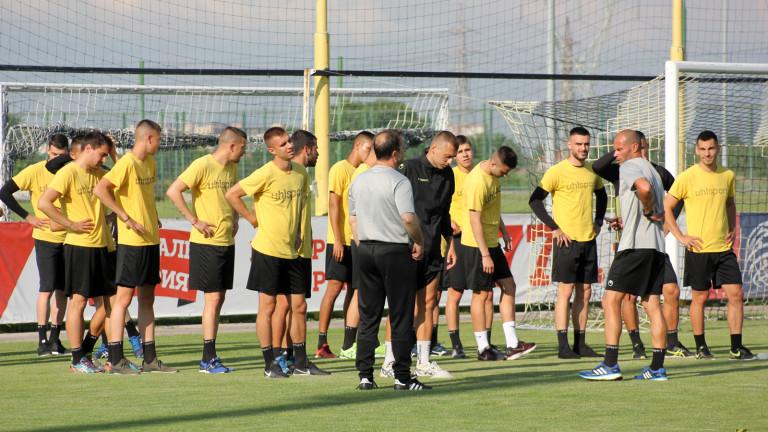Ботев (Пд) представи 28 футболисти