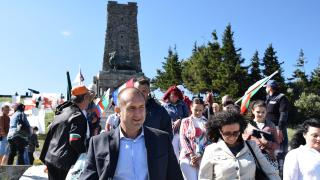 Всеки българин трябва поне веднъж да изкачи Шипка