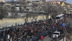 Тълпа противници на Пашинян нахлу в правителствена сграда в Ереван