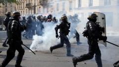 Стотици арестувани и десетки пострадали при сблъсъците в Париж