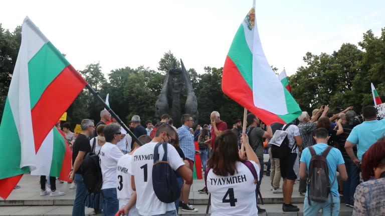 Протест в Пловдив в подкрепа на двамата осъдени, хвърляли яйца по здравния министър