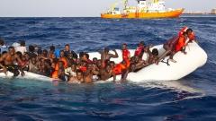 Бреговата охрана на Италия спасила над 1300 бежанци