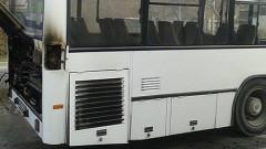 Автобус на градския транспорт се блъсна в стълб в Пловдив