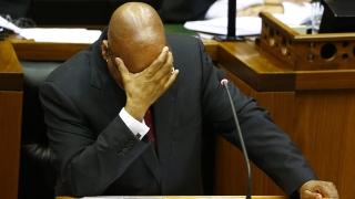 Президентът на ЮАР оцеля след вот на недоверие