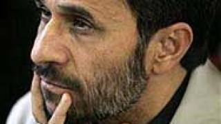 Ахмадинеджад възмути консерваторите с целувка