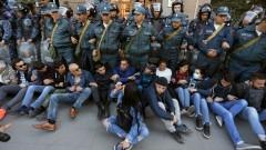 Протестите в Армения не стихват, пак десетки арестувани