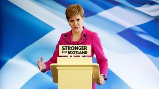 Стърджън намекна за коалиция на шотландските националисти с лейбъристите