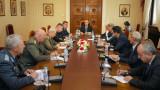 Румен Радев се запозна как се предпазва българската армия