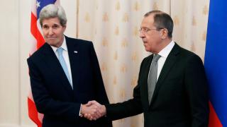 Обвиненията срещу Путин са измислени и безпардонни, възмущава се Лавров пред Кери