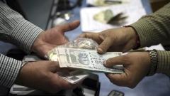 В Индия достъпът до пари е толкова труден, че компания пусна доставки на банкноти по домовете
