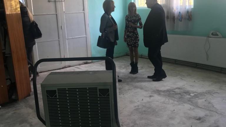 ЕВН поема разходите за изсушаването на наводнените къщи в община Камено