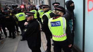 14 полицаи са ранени при антирасистките протестите в Лондон