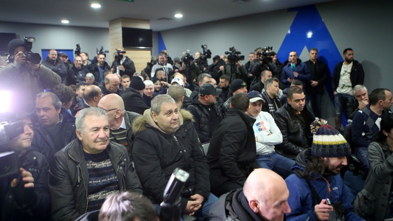 Стартира срещата за бъдещото на Васил Божков във футболния Левски.