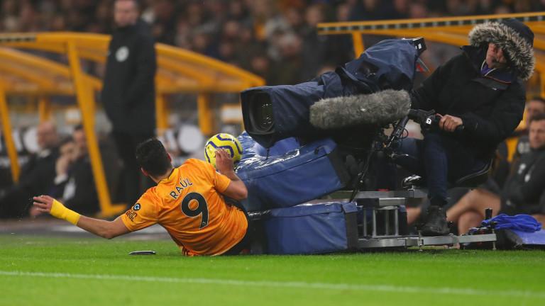 Уулвърхемптън бе наказан от УЕФА за нарушаване на правилото за