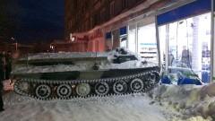 Руснак се заби в магазин с бронирана машина и открадна алкохол