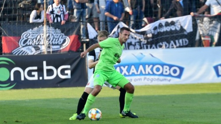Черно море се раздели с Емил Янчев