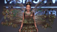 Креативна мода: Рокли с пера на птици (СНИМКИ)