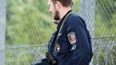 Унгарски граничари стрелят, за да спрат мигранти на границата със Сърбия