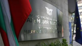 Над 3.5 тона украинска водка откриха в тайници на руски автобус