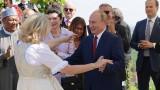 """Австрийската министърка, която танцува с Путин, влиза в управата на """"Роснефт"""""""