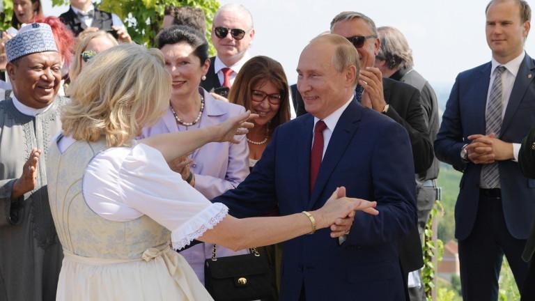 Руският президент Владимир Путин посети сватба в Австрия, съобщава ТАСС.