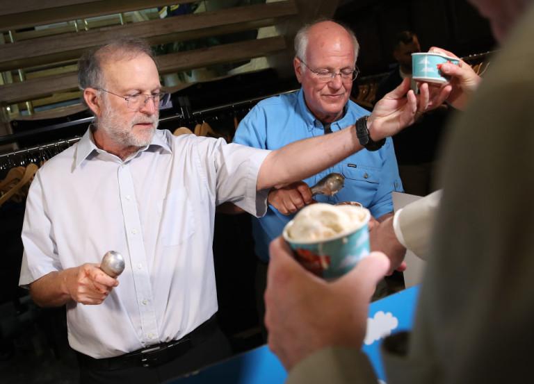 Джери Грийнфилд (вляво) и Бен Коен