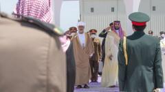 """""""Брайтбарт"""": Саудитска Арабия бяга от САЩ като чумави"""