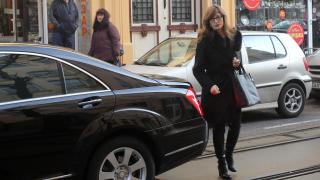 Някой внушава, че държавата се дестабилизира, недоволна министър Захариева