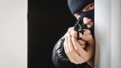 """Маскиран и с пистолет ограбил заведение на АМ """"Струма"""""""