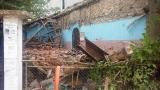 Спорната църква в Черноземен е пред срутване