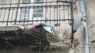 Тераса на жилищна сграда се срути в района на Женския пазар