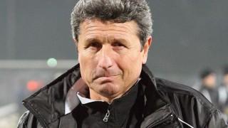 Треньорът на Пламен Илиев в Астра е сменял отборите си 33 пъти