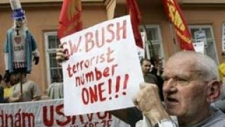Чехия протестира срещу ракетите на Буш