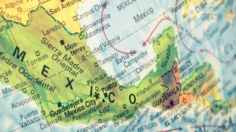 13 ранени при експлозия на туристически кораб в Мексико