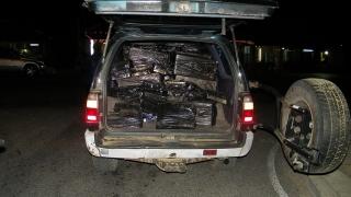 Тойота натъпкана с 25 мастербокса цигари спряха кюстендилски полицаи