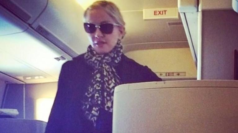 Азис срещна Мадона в самолет!